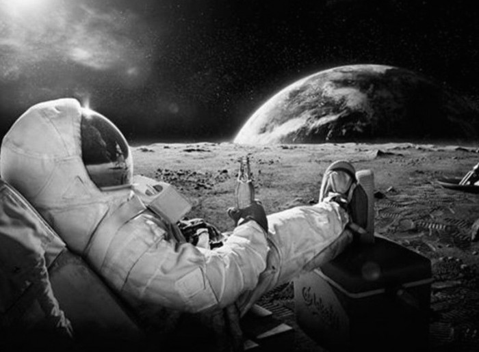 Astronaut-Relax-With-Beer